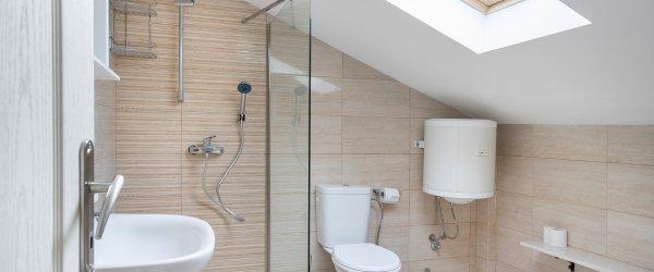 salle de bain sous pente prix